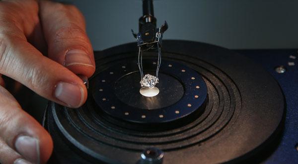 Diamonds can cut glass: Fact!