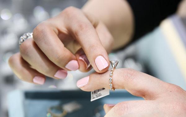 Diamonds can't chip or break easily: Myth!